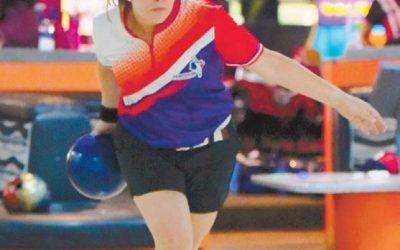 Virginia Bello gana oro en torneo de boliche